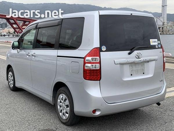 Toyota Noah 2,0L 2012-4