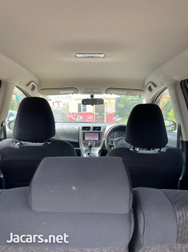 Toyota Ractis 1,5L 2012-8