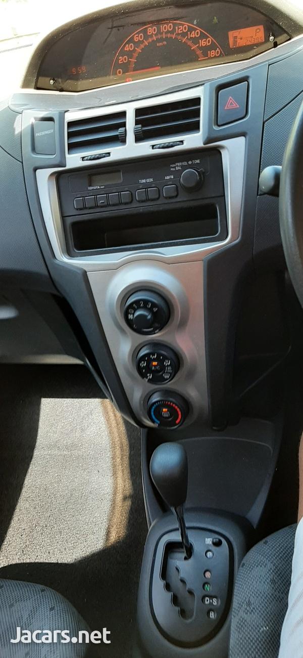 Toyota Vitz 1,3L 2010-5