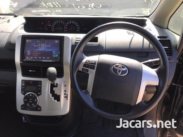 Toyota Voxy 2,0L 2013-14