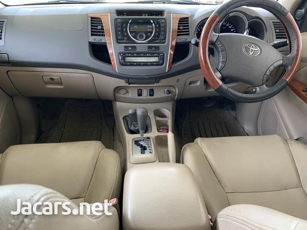 Toyota Fortuner 2,7L 2011-4