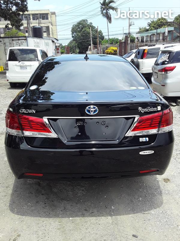 Toyota Crown 2,4L 2015-11