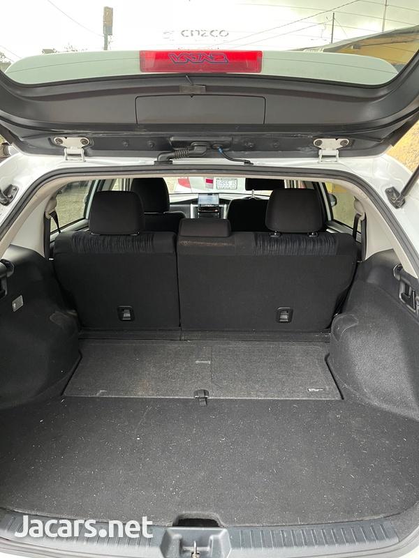 Toyota Fielder 1,8L 2012-10