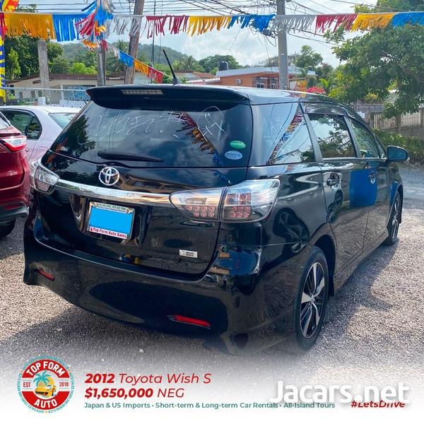 Toyota Wish 2,0L 2012-9