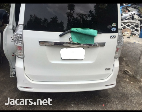 Toyota voxy very clean ...mint condition-2