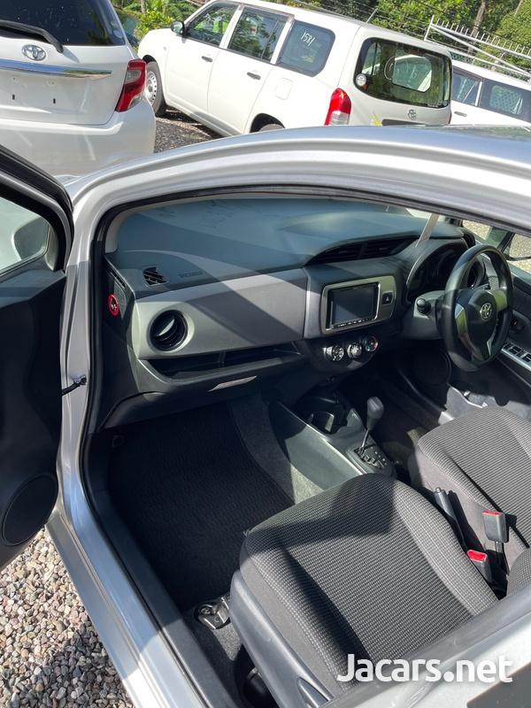 Toyota Vitz 1,0L 2015-9