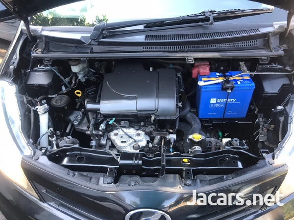 Toyota Vitz 1,5L 2013-6