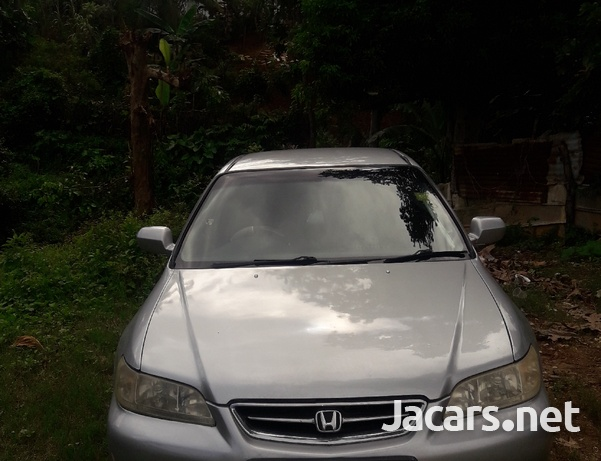 Honda Accord 3,0L 2001-7