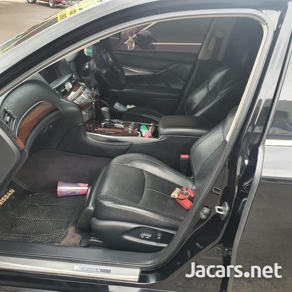 Nissan Fuga 3,0L 2010-5