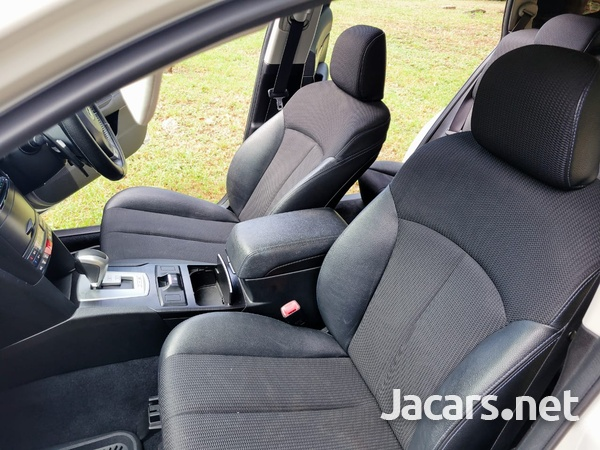 Subaru Legacy 2,0L 2013-7