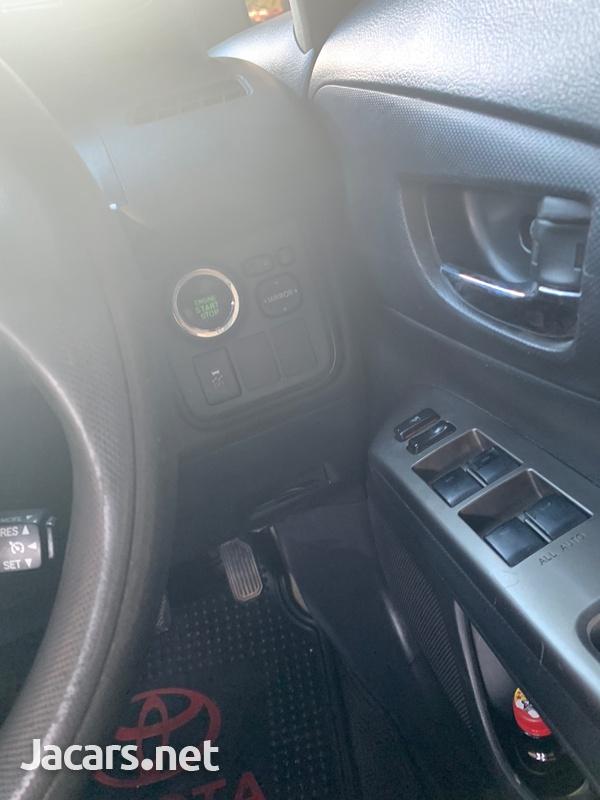 Toyota Wish 2,0L 2010-5