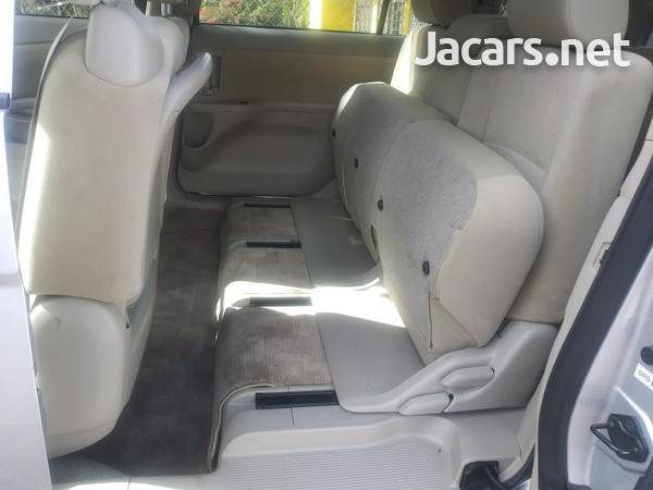 Toyota Isis 2,0L 2015-8