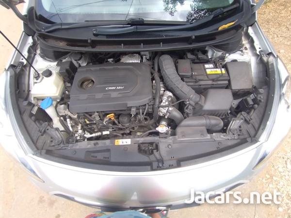 Hyundai i30 4,4L 2015-4