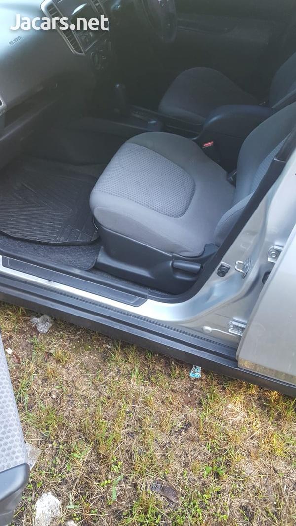 Nissan Wingroad 1,5L 2013-6