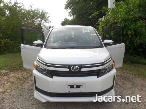 Toyota Voxy 2,0L 2016-7