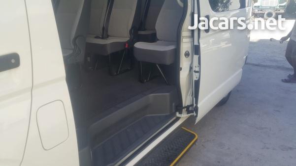 Toyota Hiace Bus-8