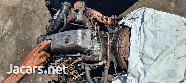 Mitsubishi L200 engine-1