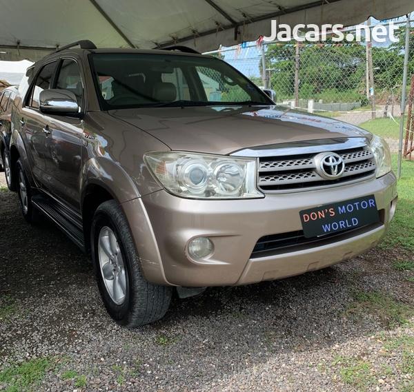 Toyota Fortuner 2,7L 2011-1