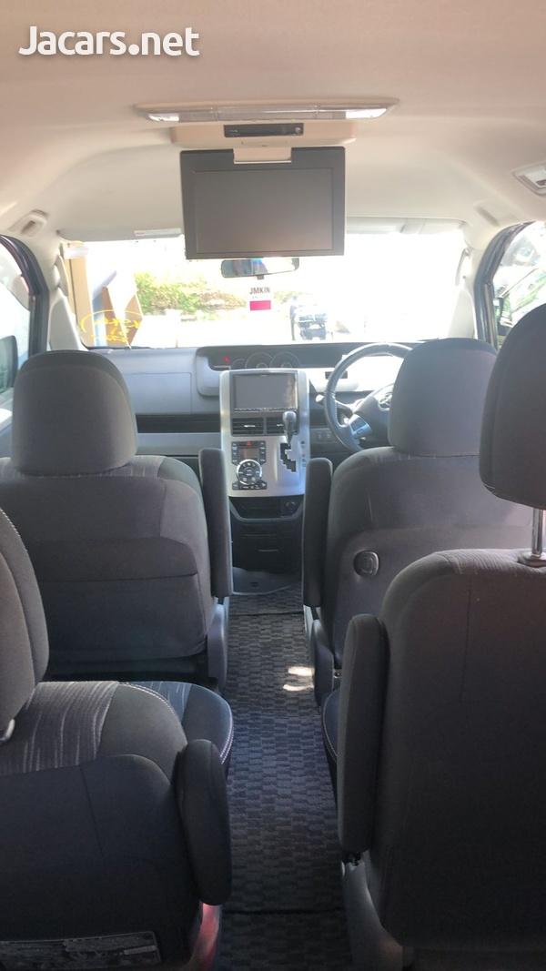 Toyota Voxy 1,8L 2012-10