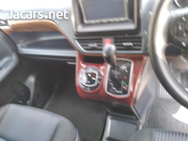 Toyota Voxy 2,0L 2014-12