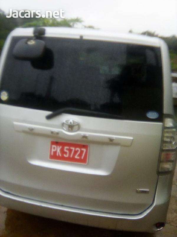 Toyota Voxy 2,0L 2014-6