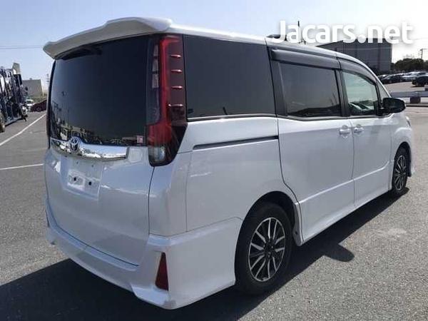 Toyota Noah 2,0L 2014-14