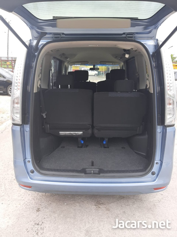 Nissan Serena 1,8L 2015-7