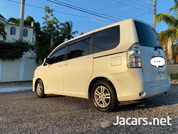 Toyota Voxy 1,9L 2011-1