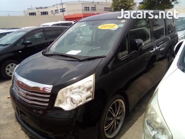 Toyota Noah 1,8L 2012-3
