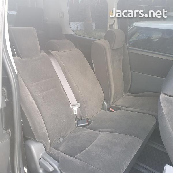 Toyota Voxy 1,8L 2011-4