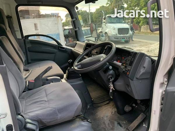 Isuzu Box Body Truck 4,0L 2012-7