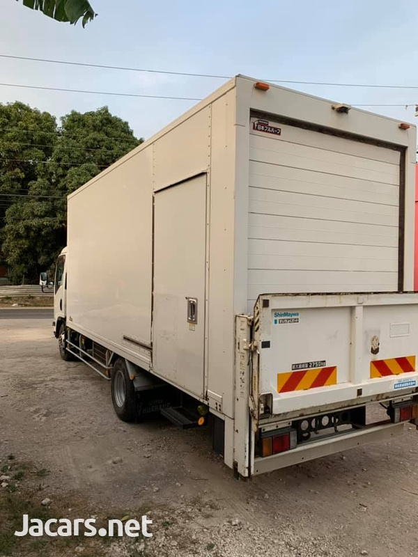 Isuzu Box Body Truck 4,0L 2012-6