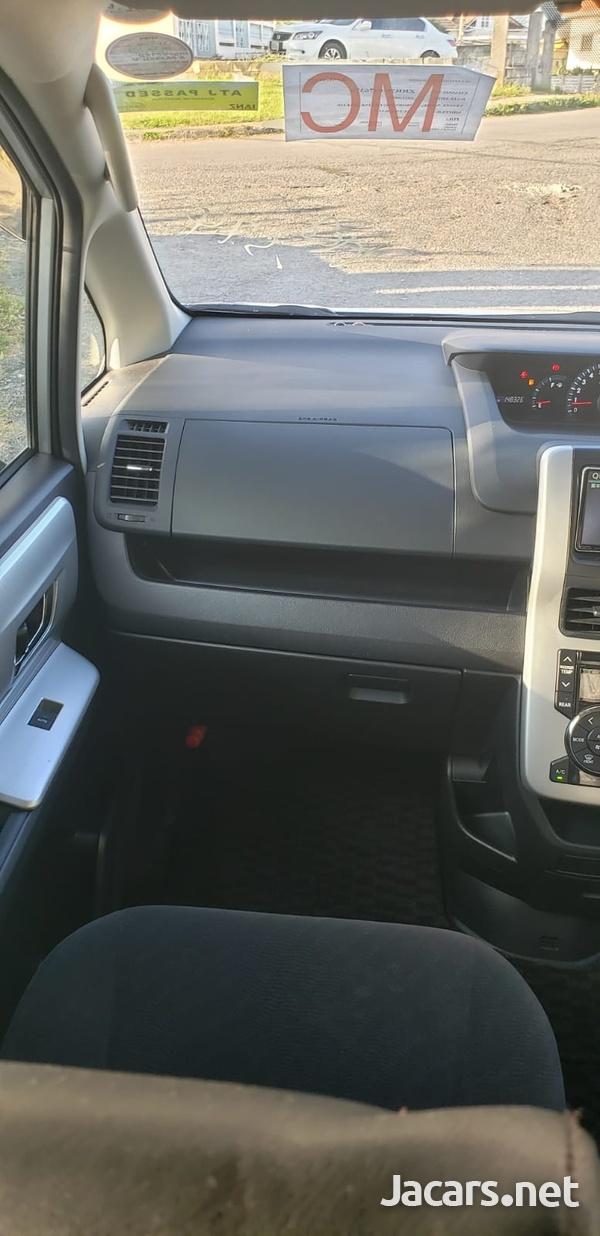 Toyota Noah 1,8L 2012-11