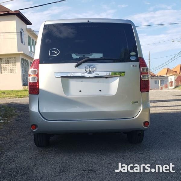 Toyota Noah 1,8L 2012-5