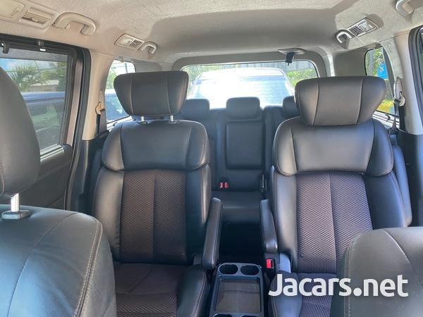 Nissan Elgrand 2,0L 2013-5