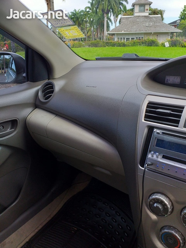 Toyota Belta 1,3L 2010-10