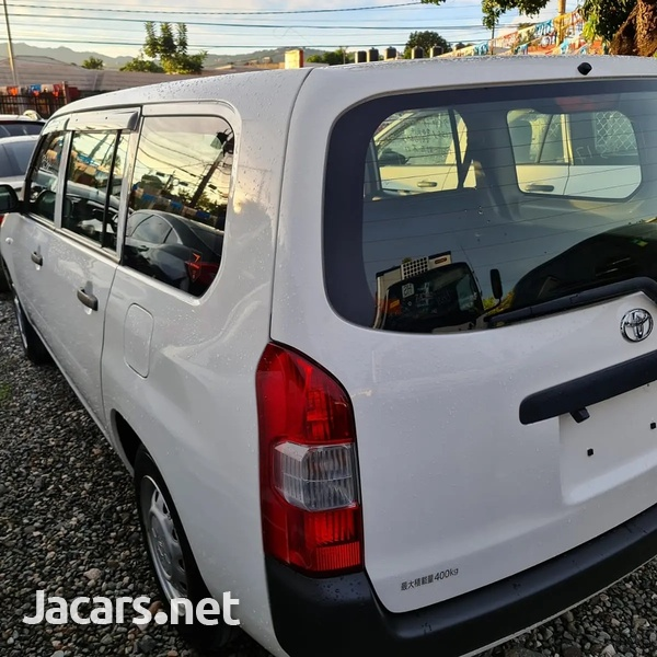Toyota Probox 1,5L 2017-6