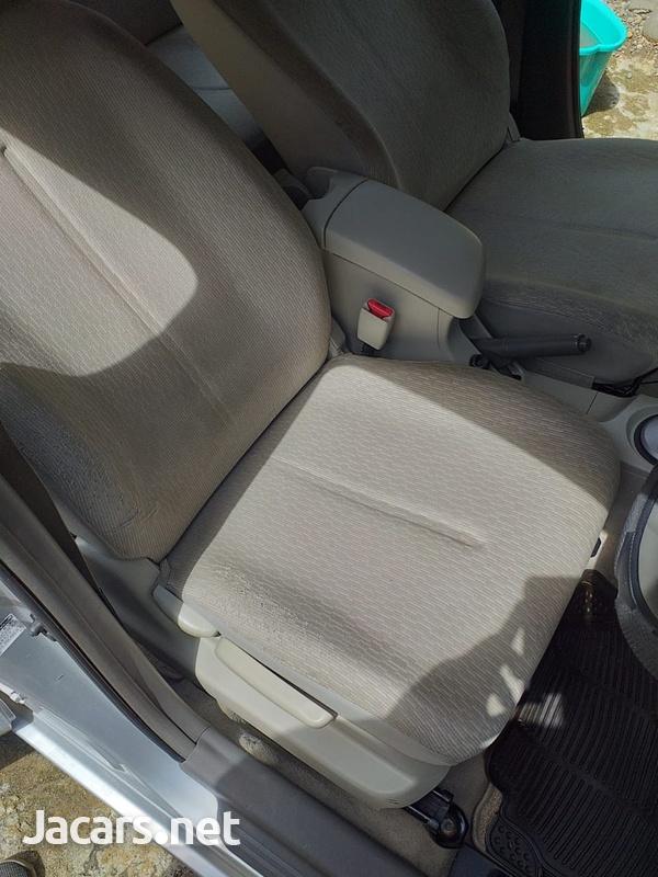Toyota Belta 1,3L 2010-7