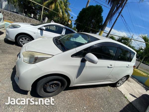 Toyota Ractis 1,3L 2013-3