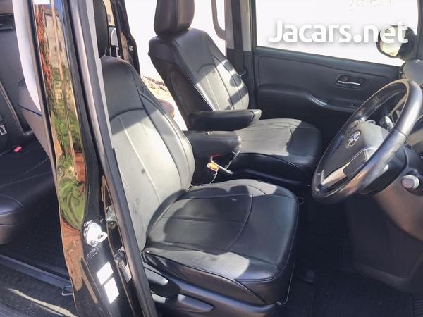 Toyota Voxy 2,0L 2016-14