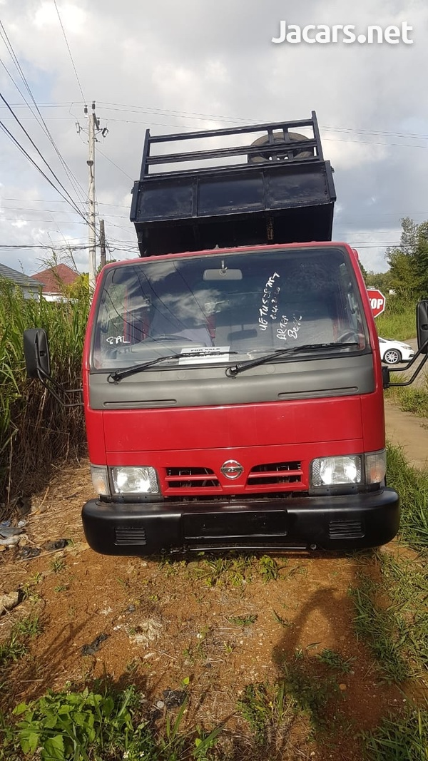 Nissan Cabstar tipper 2004 newly imported-2