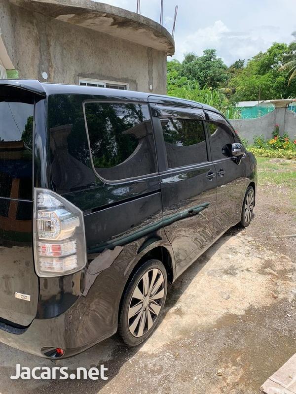 Toyota Voxy 1,8L 2010-1