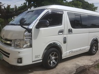Toyota Super GL Hiace Bus