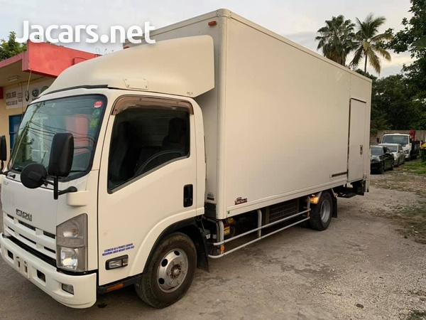 Isuzu Box Body Truck 4,0L 2012-5