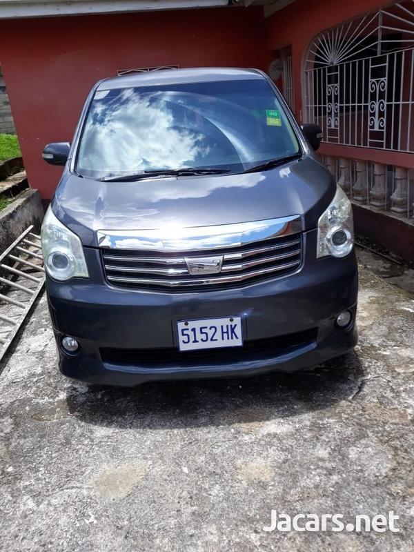 Toyota Noah 2,0L 2011-2