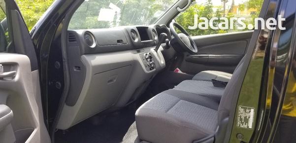 Nissan Caravan 2,5L 2015-9