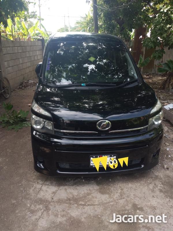 2010 Toyota voxy-1