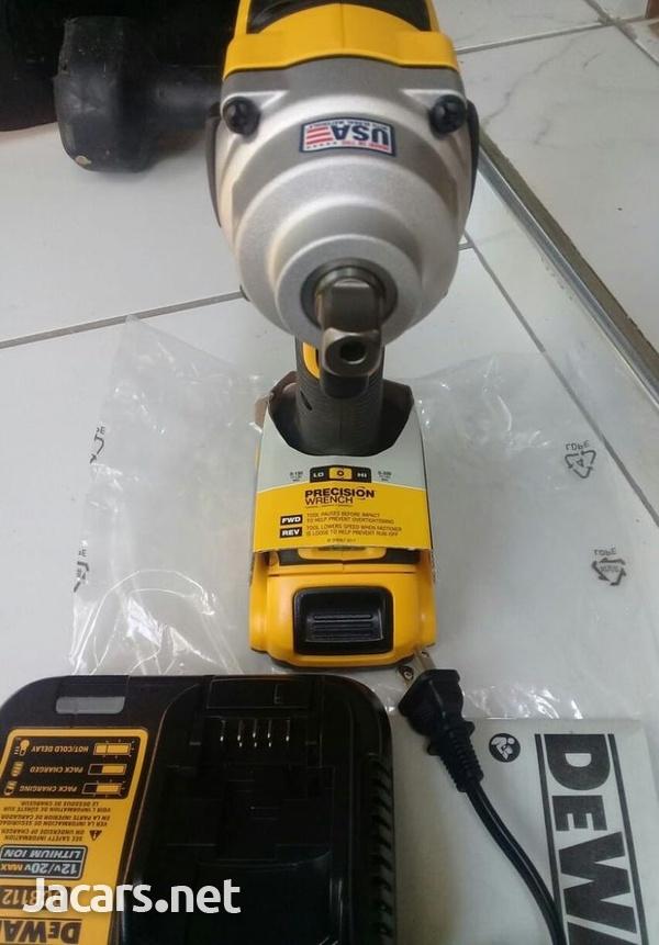DEWALT 20 Volt Impact Wrench-4