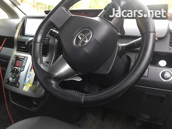 2013 Toyota Voxy-4