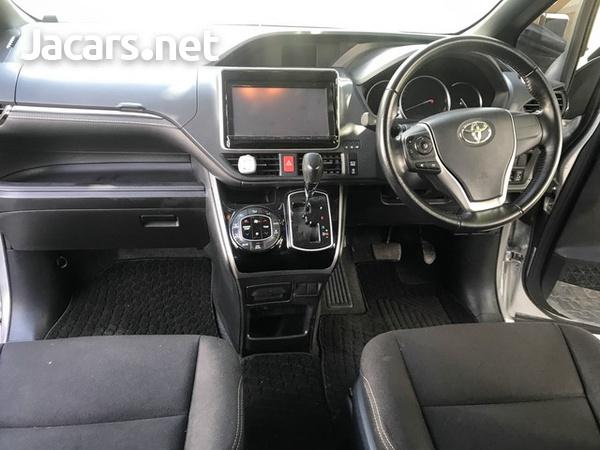 Toyota Esquire 2,0L 2015-6